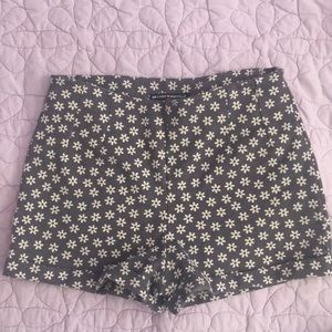 ⭐️ Brandy Melville Stretch Flower Shorts